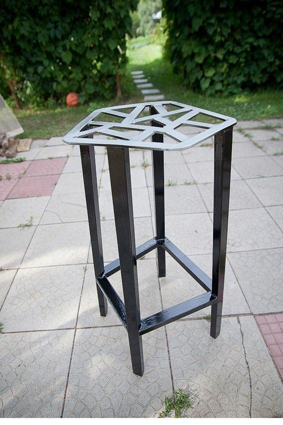 железный стул