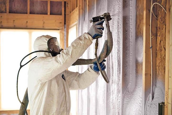 Теплоизоляция дома напылением из пенополиуретана (ППУ). В чем ее преимущества?
